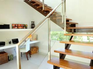 Stair /  study: Pasillos y recibidores de estilo  por Ramirez Arquitectura