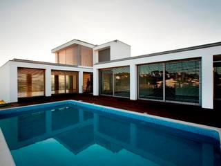 Mina do Pintor #72 House: Casas  por Urban Core