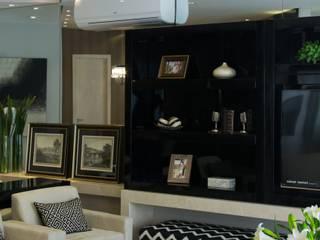 Projeto com toques masculinos para um jovem solteiro Salas de estar modernas por marli lima designer de interiores Moderno