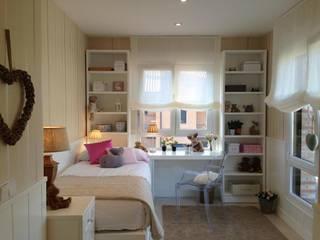Unifamiliar Madrid: Dormitorios infantiles de estilo clásico de Celia Crego