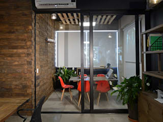 Office buildings by VICTORIA PLASENCIA INTERIORISMO, Eclectic