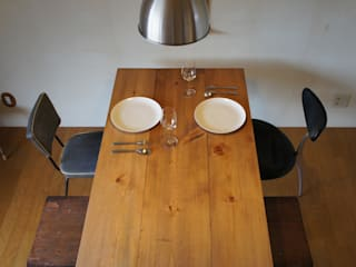 Rustic dining table: design studio katachiが手掛けたです。