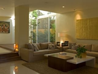 Living room by VICTORIA PLASENCIA INTERIORISMO, Modern
