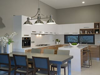 homify KitchenTables & chairs Marble Grey