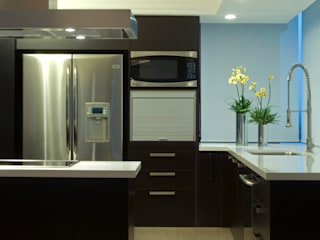 Kitchen by VICTORIA PLASENCIA INTERIORISMO