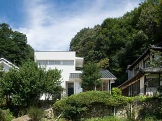 Casas de estilo ecléctico de 優人舎一級建築士事務所 Ecléctico