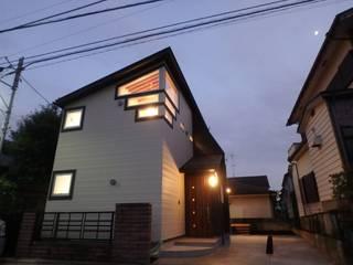 緩やかに暮らす二世帯住宅・N邸: 一級建築士事務所 鍵山建築設計が手掛けた現代のです。,モダン