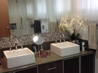 Residência CBM Baños de estilo moderno de Ágape Arquitetos Associados Moderno