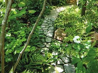 版築塀のある庭: 庭 遊庵が手掛けた庭です。,