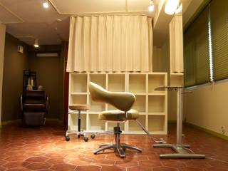 スタイリングルーム: モノマ建築設計事務所が手掛けたオフィススペース&店です。