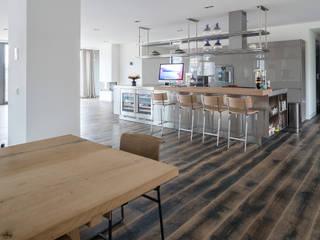 apartment in Amsterdam Moderne Wände & Böden von Dennebos Flooring BV Modern