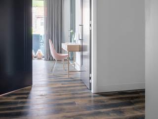 apartment in Amsterdam Moderne Schlafzimmer von Dennebos Flooring BV Modern