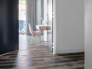 Modern style bedroom by Dennebos Flooring BV Modern