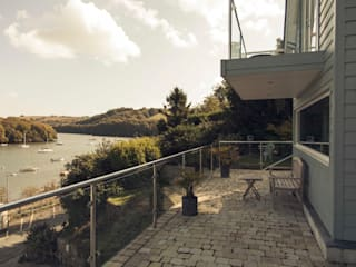 Driftwood House, Golant, Cornwall Modern style balcony, porch & terrace by Laurence Associates Modern