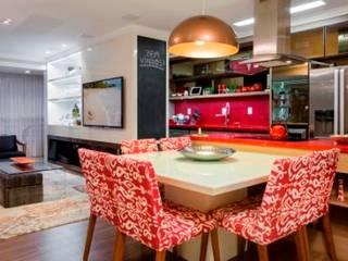 Salas de jantar modernas por Priscila Koch Arquitetura + Interiores Moderno