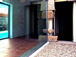 CASA PAULO QUEIROZ Janelas e portas modernas por MANUEL CORREIA FERNANDES, ARQUITECTO E ASSOCIADOS Moderno