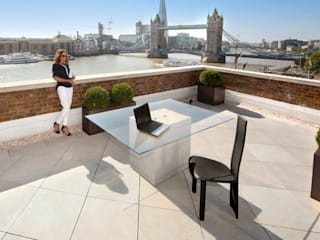 Roof Terrace near Tower Bridge, London PrimaPorcelain Balcon, Veranda & Terrasse méditerranéens Porcelaine