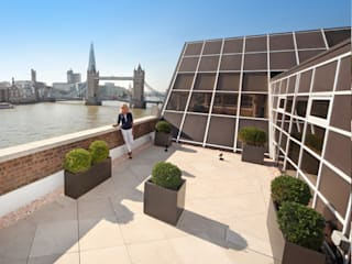 Roof Terrace near Tower Bridge, London Mediterranean style balcony, veranda & terrace by PrimaPorcelain Mediterranean