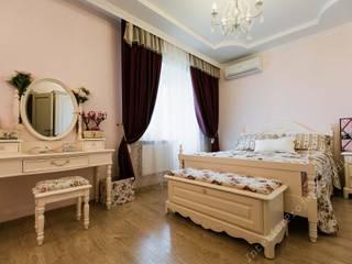Спальни девочек с прилегающими к ним ванными комнатами. от INTERIOR PROJECT studio