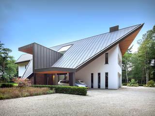 Villa Oisterwijk: moderne Huizen door Van Oers Weijers Architecten BNA
