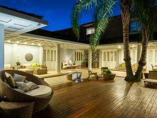 Terrazas de estilo  por MMMundim Arquitetura e Interiores, Moderno