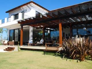 Residência Alphasitio: Casas  por GRACIELA PIÑERO ARQUITETURA E DECORAÇÃO