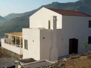 Casa privata a Monreale (PA): Case in stile in stile Minimalista di Studio Cangemi s.a.s.