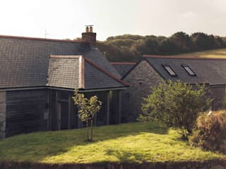 The Mowhay, St Gluvias, Cornwall Classic style houses by Laurence Associates Classic