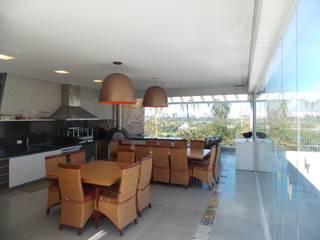 Modern pool by Guilherme Celeste Arquitetura Modern