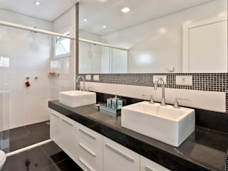 classic Bathroom by Angelica Pecego Arquitetura