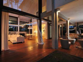 Villa al mare Balcone, Veranda & Terrazza in stile moderno di Studio di architettura Talamini e Camerin Moderno