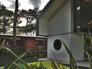 Villa di vacanze al mare Giardino moderno di Studio di architettura Talamini e Camerin Moderno