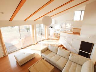 内房の家 モダンデザインの リビング の 細江英俊建築設計事務所 モダン