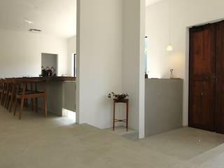 田んぼの真ん中に建つ喫茶店、coffee5 .: 宮城雅子建築設計事務所 miyagi masako architect design office , kodomocafe が手掛けたレストランです。,モダン