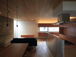Ruang Keluarga Modern Oleh 有限会社Kaデザイン Modern
