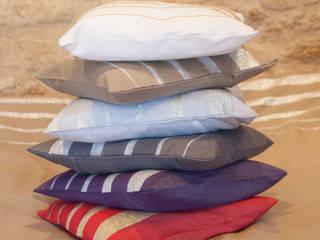 coussin coton et lurex: Salle à manger de style  par zandaraa
