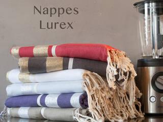 nappes coton et lurex: Salle à manger de style  par zandaraa