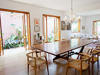 Modern dining room by Estúdio Paulo Alves Modern