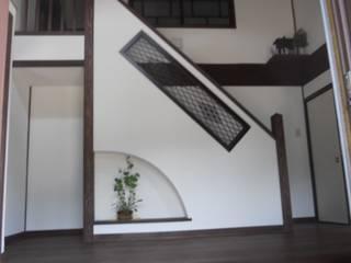 古民家再生(江戸、明治、大正、昭和初期の家): ぬくもりハウス株式会社が手掛けた廊下 & 玄関です。,和風