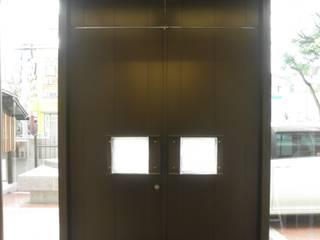 Moderne Fenster & Türen von 今井建築設計事務所 Modern