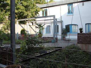 Industrial style gardens by BERND WALDVOGEL LANDSCHAFTSARCHITEKTUR Industrial