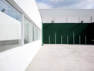 Escolas modernas por DosiCreatius Moderno