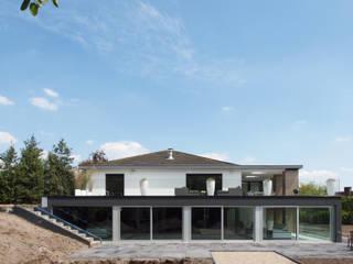 Casas de estilo  por Vergouwen & Van Rijen architecten BNA BVBA