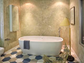 Ambienti - Finiture parietali con intonaci antichi Bagno in stile classico di Tre Mani Design Classico