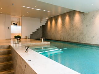 ​Basement pool at Bedford Gardens house. Moderne Pools von Nash Baker Architects Ltd Modern Stein