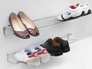 Wired Shoe Rack di HeadSprung Ltd Moderno