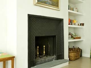 Casa in campagna: Soggiorno in stile  di MatStudio di ing. Massimo Zuccaro e arch. Claudia Baldi