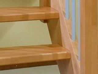 Pasillos, vestíbulos y escaleras de estilo moderno de Grana Scale Moderno