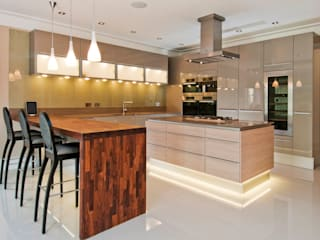 POGGENPOHL WITH SPEKVA BREAKFAST BAR Shandler Homes Ltd Cocinas de estilo moderno
