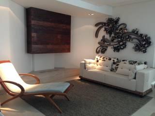 Sala de lareira Salas de estar modernas por Laura Picoli Moderno